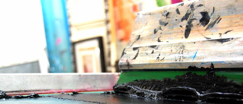 rascleta de serigrafia con tinta negra